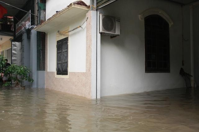 Nghệ An: 2 người chết, hàng nghìn HS phải nghỉ học vì mưa lũ