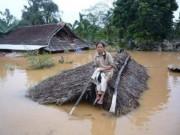 Tin tức trong ngày - Không để người dân miền Trung đói, khát do mưa lũ