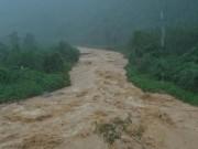 Tin tức trong ngày - Lũ vẫn dâng trên các sông, miền Trung vật lộn với nước