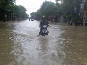 Tin tức trong ngày - Nghệ An: 2 người chết, hàng nghìn HS phải nghỉ học vì mưa lũ
