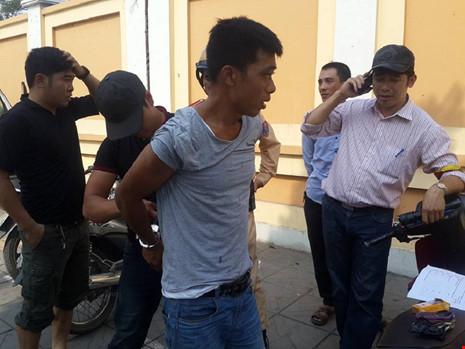 Nam thanh niên thấy cảnh sát liền... vứt xe bỏ chạy