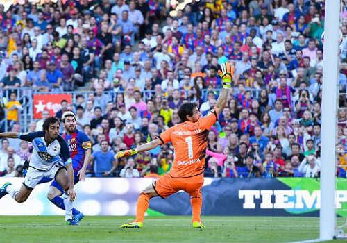 """Barca & Messi trở lại bùng nổ: Man City - Pep """"run rẩy"""""""