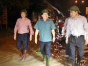 Tin tức trong ngày - Miền Trung chìm trong biển nước, Phó Thủ tướng họp khẩn trong đêm