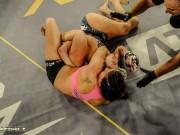 Thể thao - MMA: Khóa tay khóa cổ, làm khổ đối phương