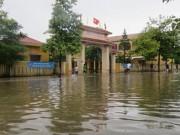Giáo dục - du học - Tất cả trường học ở Quảng Bình ngập nước, 3 học sinh mất tích