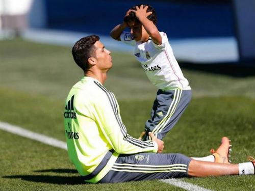 Ronaldo con từ chối Real, ghi bàn ra mắt đội hạng 4