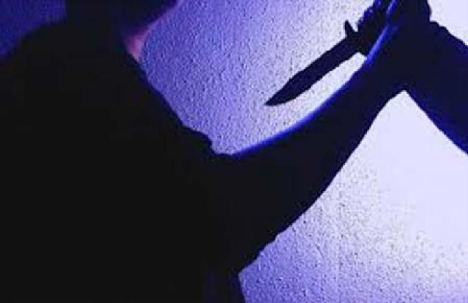 Mâu thuẫn sau đám hỏi, rút dao đâm xuyên tim bạn