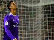 """Bóng đá - Chuyện lạ: """"Siêu nhân"""" Ronaldo cũng phải uống thuốc"""
