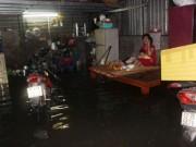 Tin tức trong ngày - TPHCM: Vỡ bờ bao, dân tháo chạy khỏi nhà trong đêm