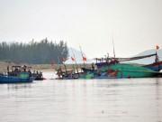 Tin tức trong ngày - Vụ tàu mắc cạn ở Quảng Bình: Tìm thấy thêm 4 thuyền viên