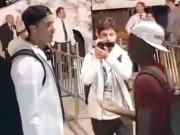 Bóng đá - Đối thủ chờ 20 phút để được chụp hình cùng Ronaldo