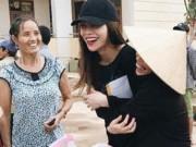 Ca nhạc - MTV - Bà con vùng lũ Quảng Bình xúc động ôm chặt Hà Hồ
