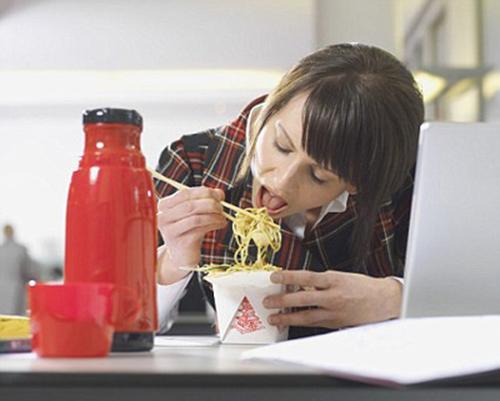 5 thói quen xấu khiến bạn ăn kiêng mà vẫn tăng cân - 4
