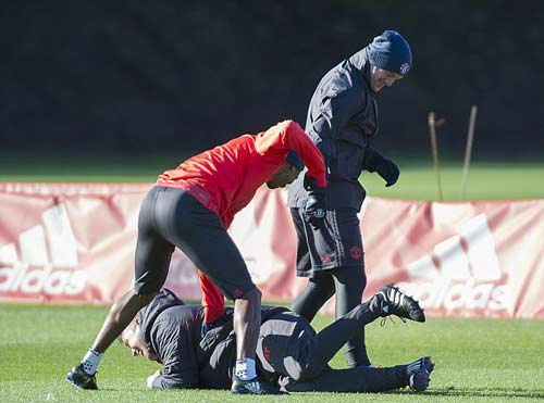 Chuẩn bị Europa League, Rooney học đánh lộn - ảnh 2