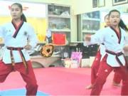 Thể thao - 3 cô bé taekwondo Việt khóc òa khi vô địch thế giới