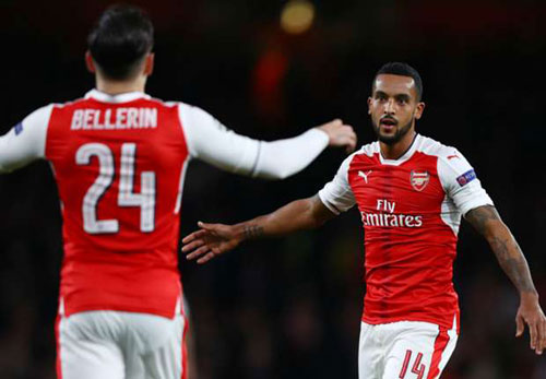 """Arsenal """"đánh tennis"""", Wenger cán mốc 100 ở châu Âu - ảnh 2"""