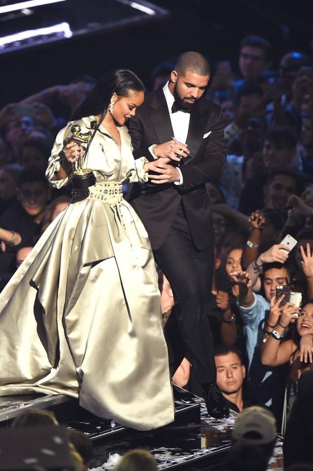 Hậu chia tay bạn trai, Rihanna ngày càng nóng bỏng - ảnh 1