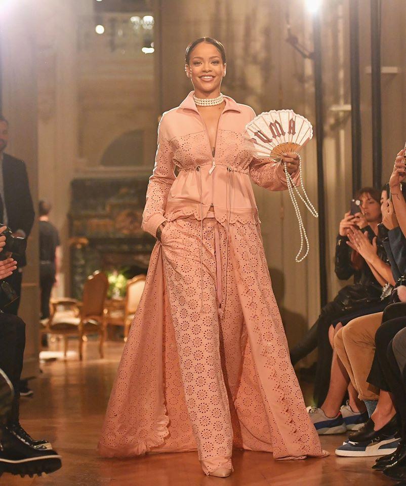 Hậu chia tay bạn trai, Rihanna ngày càng nóng bỏng - ảnh 11