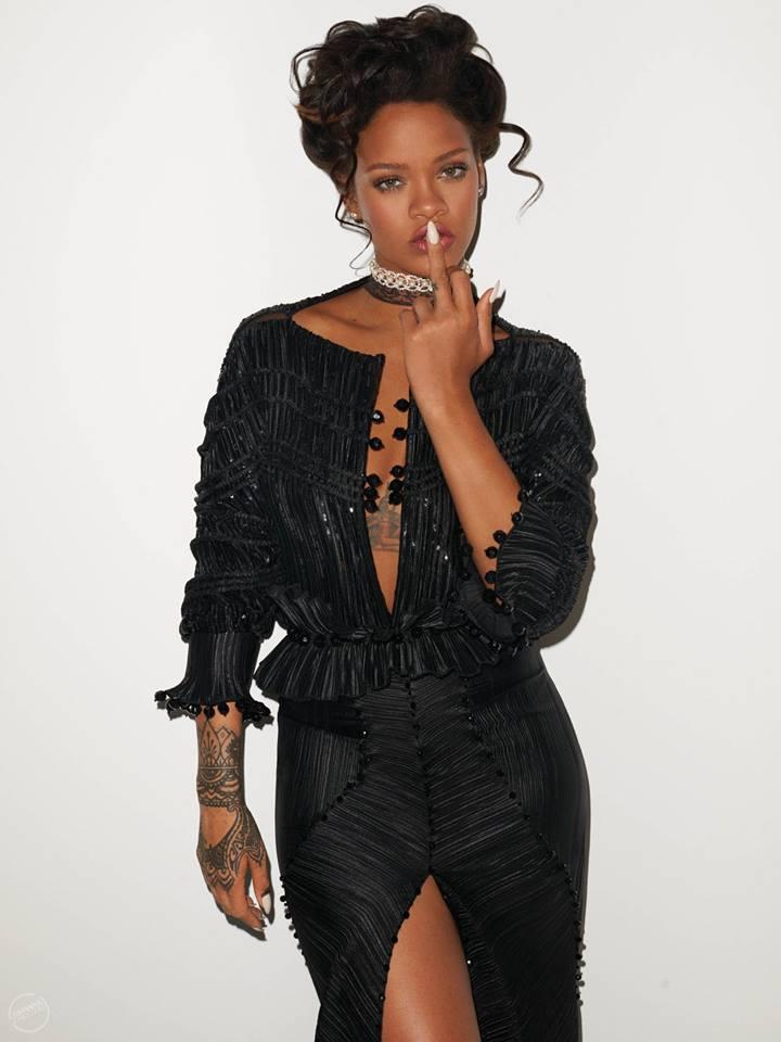 Hậu chia tay bạn trai, Rihanna ngày càng nóng bỏng - ảnh 13