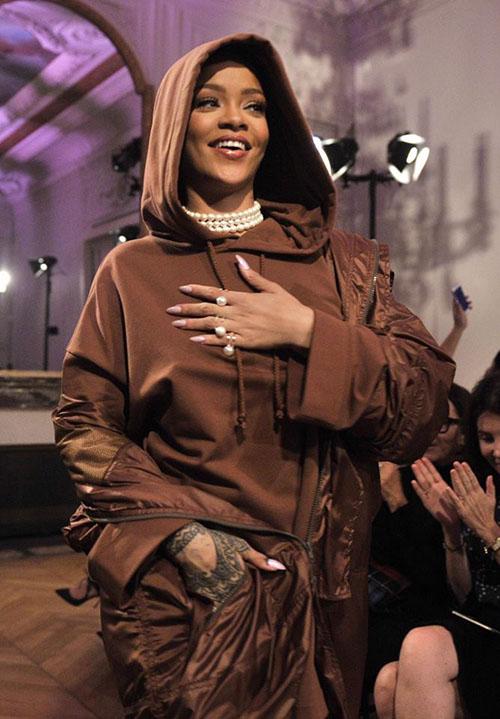 Hậu chia tay bạn trai, Rihanna ngày càng nóng bỏng - ảnh 12