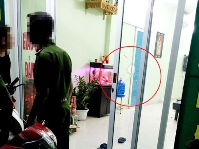 Hà Nội: Nổ súng bắn vỡ kính tiệm cầm đồ trong đêm