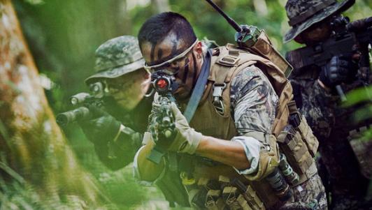 Đóng phim với vũ khí thật nguy hiểm như thế nào?