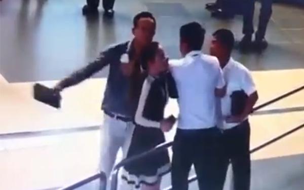 """Vụ đánh nữ nhân viên hàng không: """"Là cán bộ sao kém văn minh?"""""""