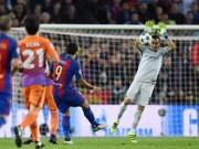 """Bóng đá - Dàn sao Man City như """"học việc"""", bị Barca trừng phạt"""