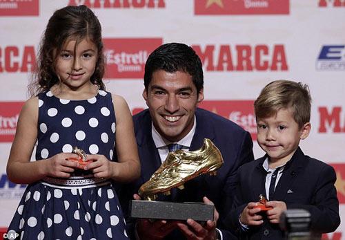Nhận Chiếc giày vàng, Suarez muốn trọn đời với Barca