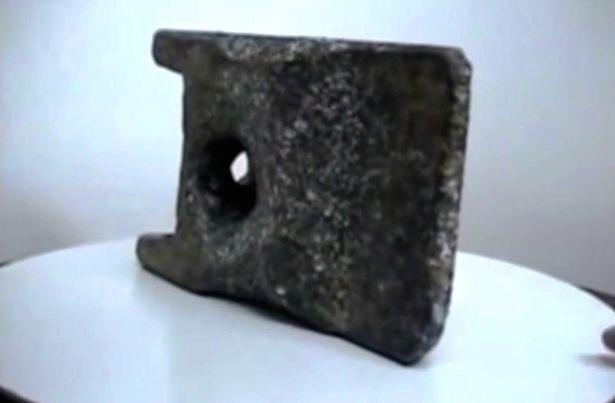Vật thể bằng nhôm bí ẩn 25 vạn tuổi có thể rơi từ UFO cổ đại - 2