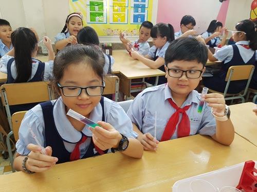 Học sinh tiểu học làm… nhà khoa học - 1
