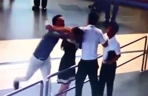 Triệu tập người liên quan vụ đánh nhân viên hàng không