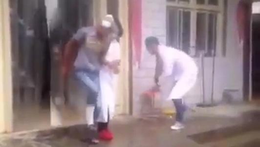 """Clip hài: Bệnh nhân """"nhọ"""" nhất quả đất"""
