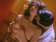 """Phim - Tan chảy trước cảnh phim quyến rũ của """"nữ thần bài"""" Hong Kong"""