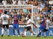 Bóng đá - Tranh cãi: Messi ghi bàn khi Suarez phạm luật
