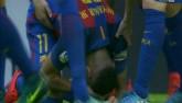 Barca: Messi ghi bàn thắng 3-2, Neymar hứng vật thể lạ