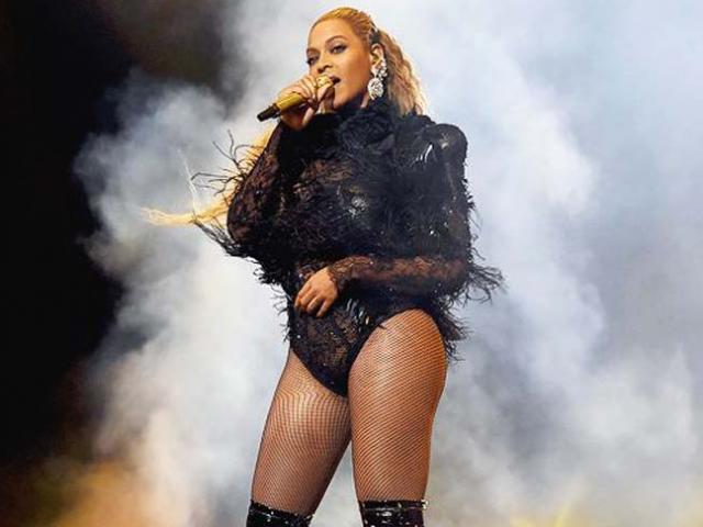 Beyoncé và những bộ đồ đốt cháy mọi ánh nhìn