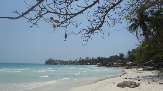 Những ngày đi trốn trên đảo Nam Du - 8