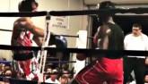 """Boxing: Đấm đối thủ """"ngất đứng"""", đổ như chuối"""