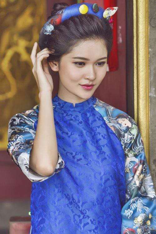 """Á hậu Việt Nam """"gây thương nhớ"""" với áo yếm, lưng trần"""
