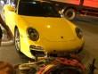 Porsche 911 Carrera 'sứt đầu mẻ trán' trên phố Minh Khai