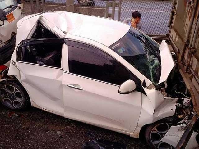 Sợ bị đánh sau tai nạn, tài xế lái ô tô tháo chạy như trong phim - 2