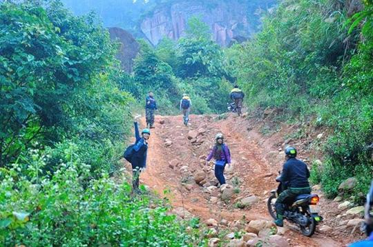 Phượt thủ khỏa thân ở Sơn La khiến dân mạng bất bình - 4