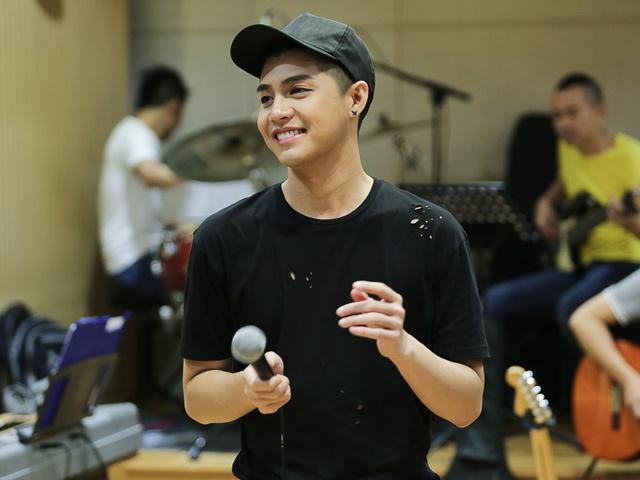 """Noo Phước Thịnh căng thẳng tập luyện cho liveshow """"khủng"""""""