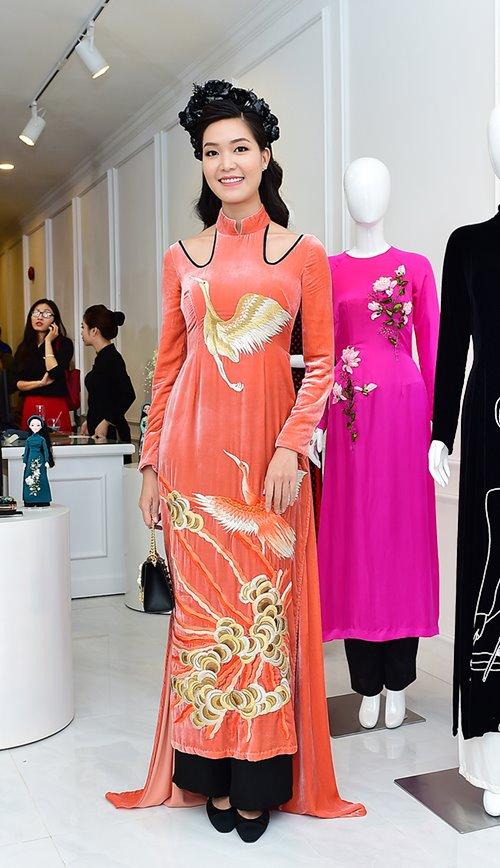 Dàn mỹ nhân Việt 'đẹp quên lối về' với áo dài cách tân - 8