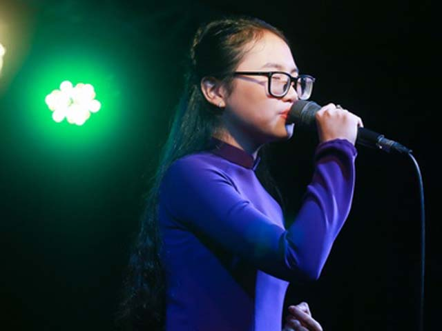 Phương Mỹ Chi da diết hát tặng đồng bào miền Trung