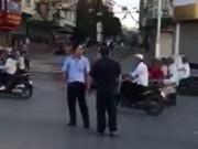 Tin tức trong ngày - Clip: Va chạm giao thông, 2 người đàn ông đánh nhau giữa phố