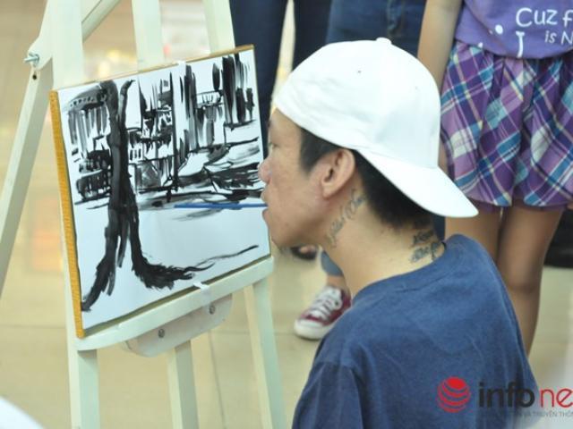 Nghị lực phi thường của họa sĩ 9X vẽ tranh bằng miệng