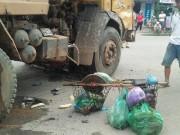 Tai nạn giao thông - Người phụ nữ bán hàng rong chết thảm dưới gầm xe tải