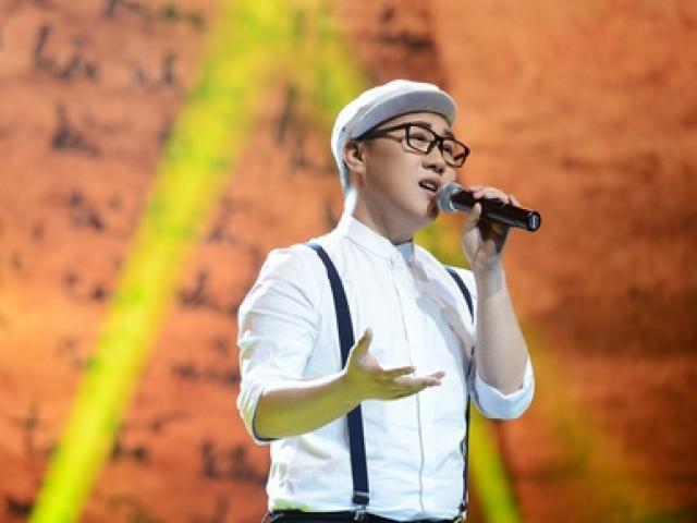 """Trung Quân Idol bị chê khi hát """"Tình ca"""""""